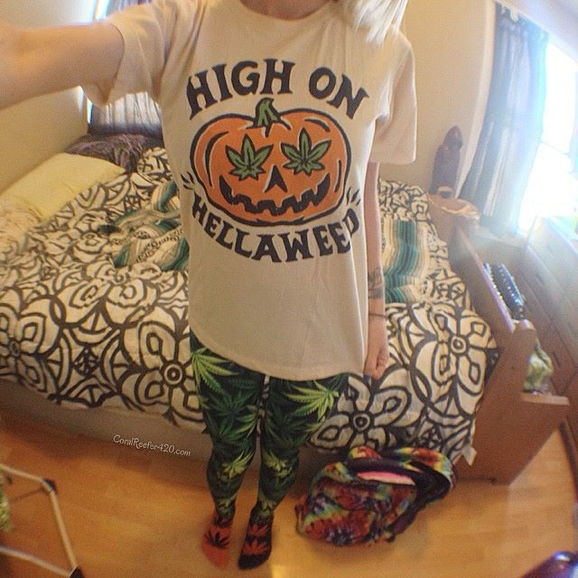 Awesome stoner Halloween outfit! Shirt by killercondo... Leggings by blackmilkclothing... Model is Coral Reefer!