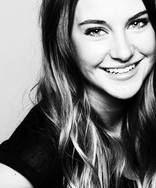 Learn to get this perfect white smile in 2 weeks Shailene Woodley is so stinkin Beautiful...She better be in lots more movies than just Divergent The Fault In Our Stars !!!!