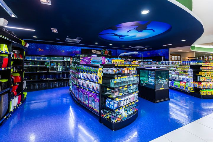 Магазин, бутик, аптека, а также место для стрижки и купания домашних питомцев Cobasi в Сан-Паулу, Бразилия
