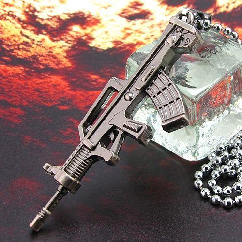 Pandantiv arma automata otel inoxidabil