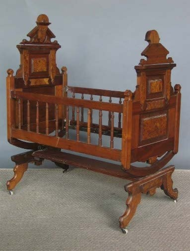 Envie baiser Antique victorian swinging bassinet hot!