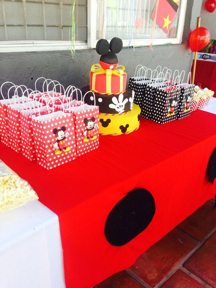 Tema cumpleaños  MICKEY MOUSE