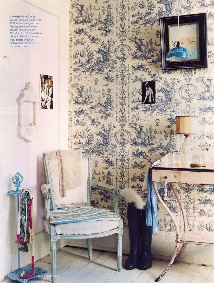 Love toile.  Love this wallpaper.  Need this in my home, someday.