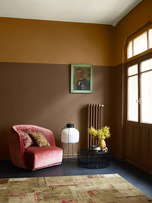 Unusual colour palette and pink velvet chair