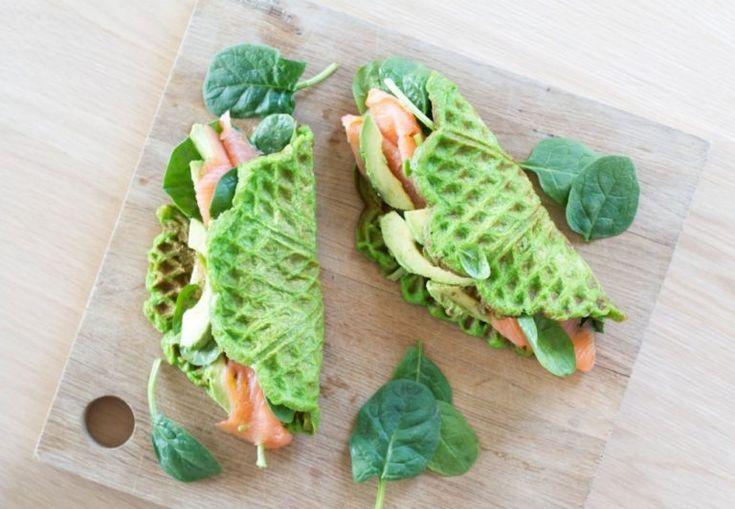 spinat-vaffel-med-laks-og-avocado