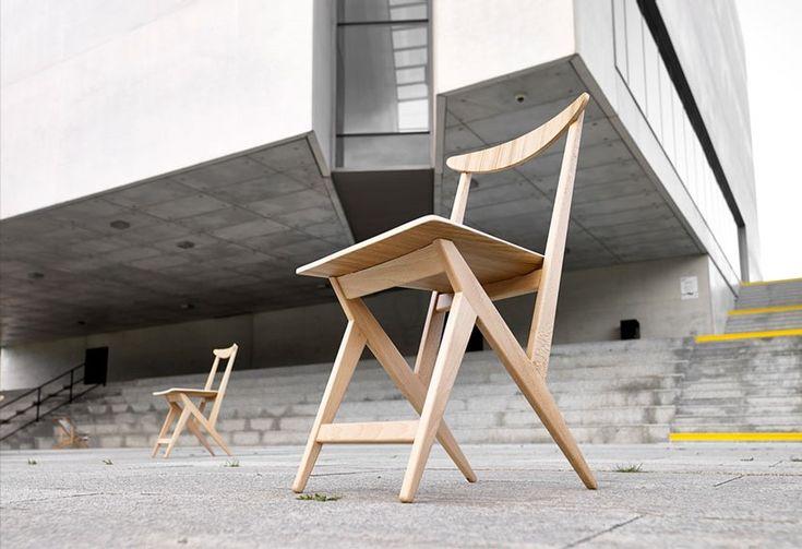 Klasyczne krzesło Kowalskiego wznowione przez markę Nowy Model. Na swoją produkcję czekało aż do teraz. www.euforma.pl #krzesłokowalskiego #nowymodel #polishdesign #handmade #polishchair