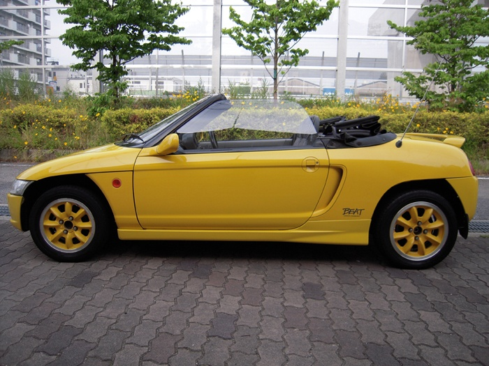 Honda BEAT (The car has only 660cc engine)