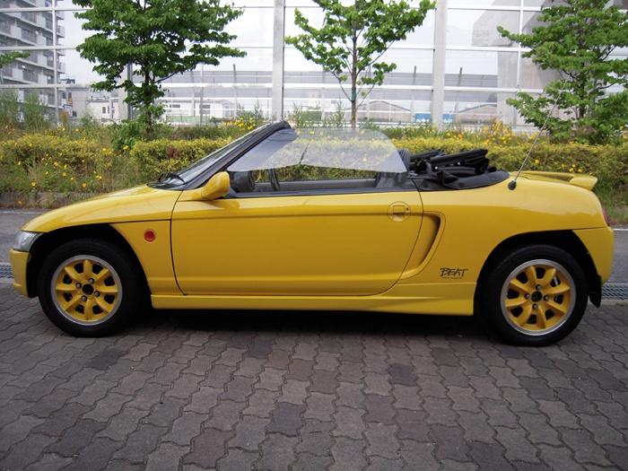 Honda BEAT (The car has only 660cc engine)