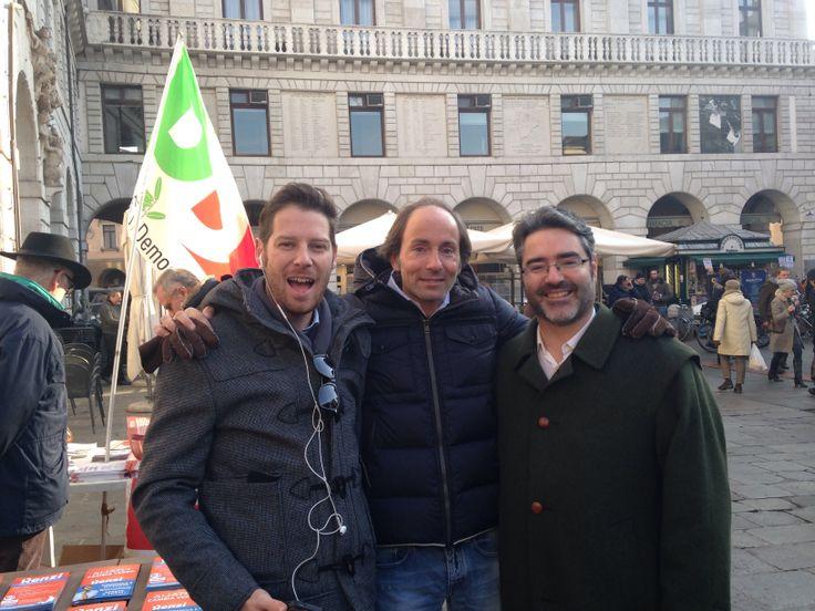 Con Antonio Bressa e PF Palego al banchetto in Piazza delle Erbe a Padova. #CambiaVerso