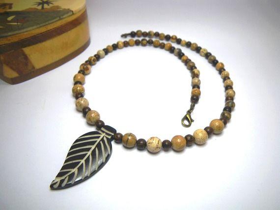 Collier ras du cou pour homme en pierres fines de jaspe « paysage » perles en bois de Roblès et pendentif en os en forme de feuille