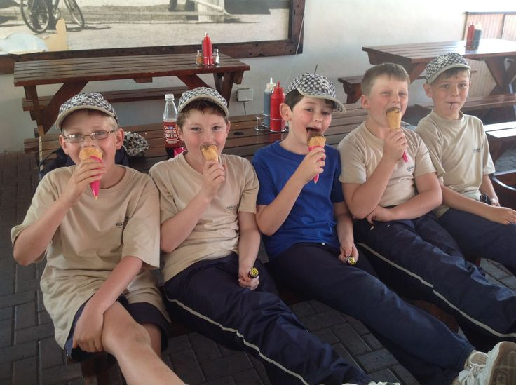 Grade 4 pupils visit Snoekies in Hout Bay to learn about the history of the franchise, and ending the day off with lunch at the restaurant.