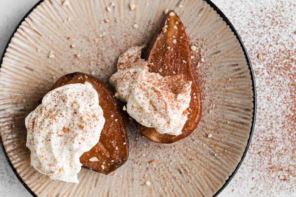 vanilla roasted pears with amaretto marscapone