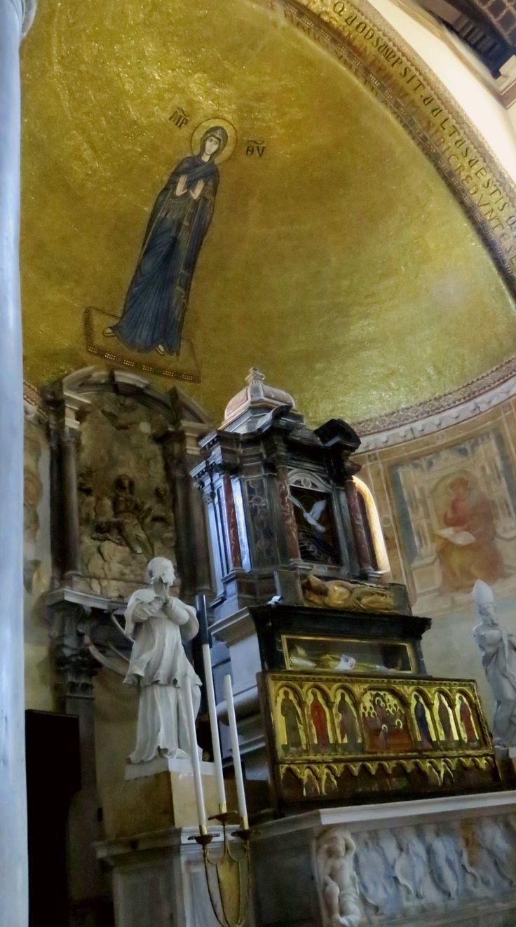 Isola di Murano interno della cattedrale di Santa Maria e San Donato