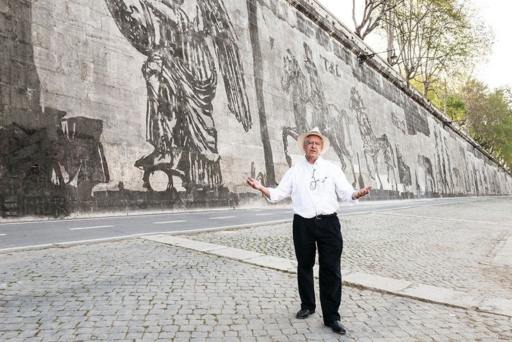 """William Kentridge with 1,800' x 33' frieze, """"Triumphs and Laments: A Project for the City of Rome,""""  on the Tiber River."""