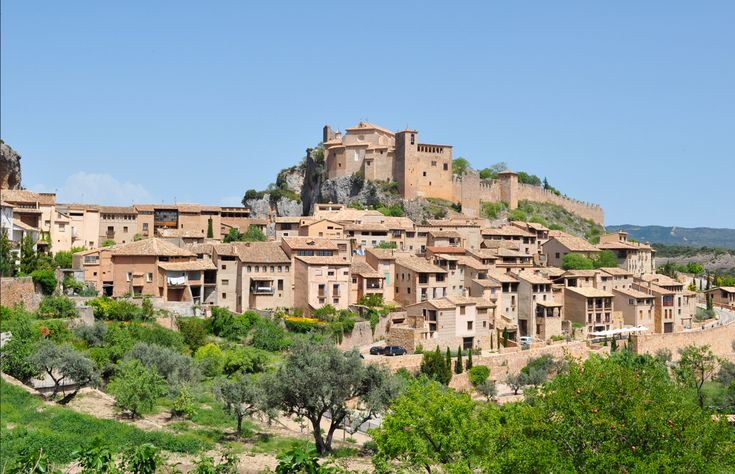 Alquézar es una de las Villas más populares de nuestra provincia, primero fue Fortaleza árabe, luego pasó a ser el trampolín por el que se llevó acabo la reconquista y hoy es un lugar de peregri