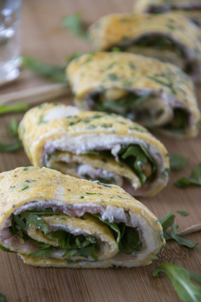 Omeletrolletjes - Met ham, roomkaas, rucola, scheutje koffiemelk, peper, zout, bieslook