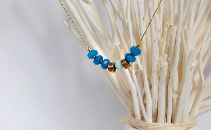 Collar de #agatas azules teñidas, y swarovski #bisuteria #joyeria #handmade #necklace #jewelry #swarovski #beads #modajoyeria #tendenciasjoyeria #regalosespeciales #minimalist #fashionwomen