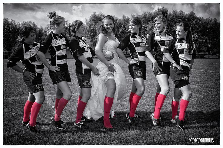 bruidsmeisjes en bruidsjonkers fotograaf huwelijk - spontane huwelijksreportage