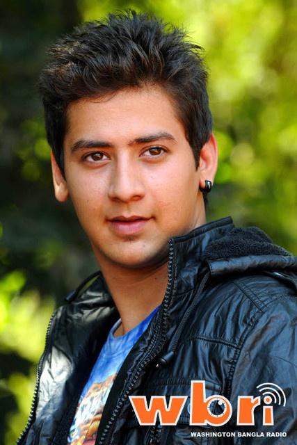 17 year old Paras Arora makes his Bollywood debut alongside Kangana Ranaut and Jaya Pradha in Vishwas Patil's Rajjo   Read more: http://www.washingtonbanglaradio.com/content/44696513-17-year-old-paras-arora-makes-his-bollywood-debut-alongside-jaya-pradha-vishwas-pat#ixzz2Q4mVpGhX  Via Washington Bangla Radio®  Follow us: @tollywood_CCU on Twitter
