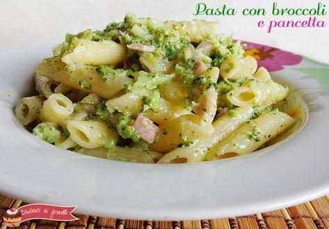La pasta con broccoli e pancetta è un primo piatto gustoso e veloce da preparare. Pasta con broccoli e pancetta cremosa senza panna, leggera e genuina.