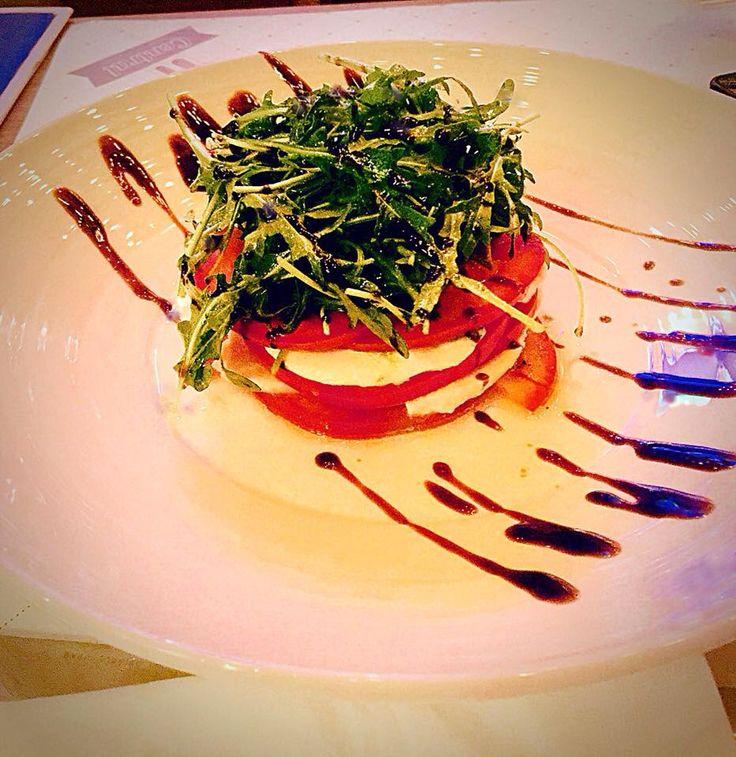 Caprese salad with baby rocket!!