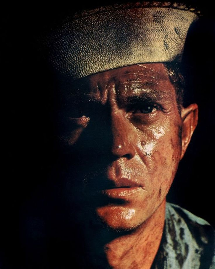 "Steve McQueen as Jake Holman, chef mécanicien dans ""The Sand Pebbles""/""La Canonière du Yang Ysé"", 1966, by Robert Wise. Sets in the revolution-torn 1926 China. Film humaniste. A voir absolument."
