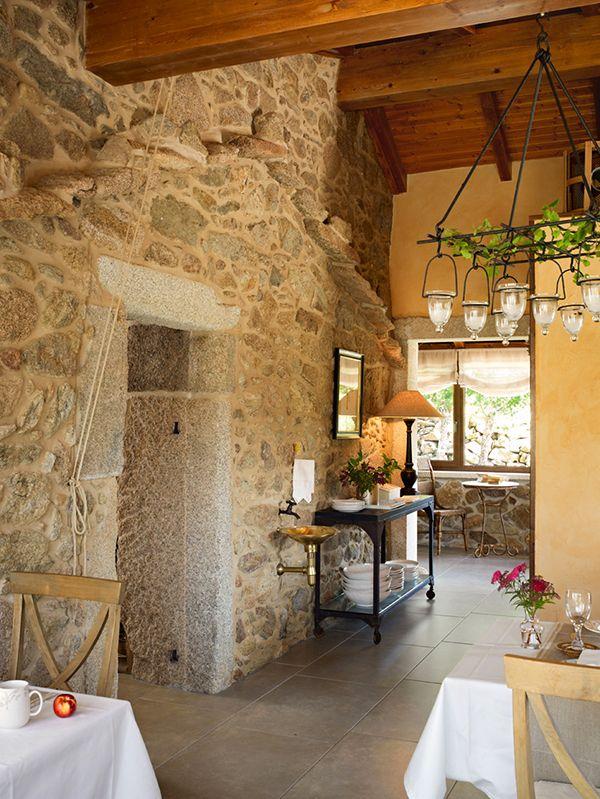 rustic charm of lugar do cotario - Traditional Hotel Interior