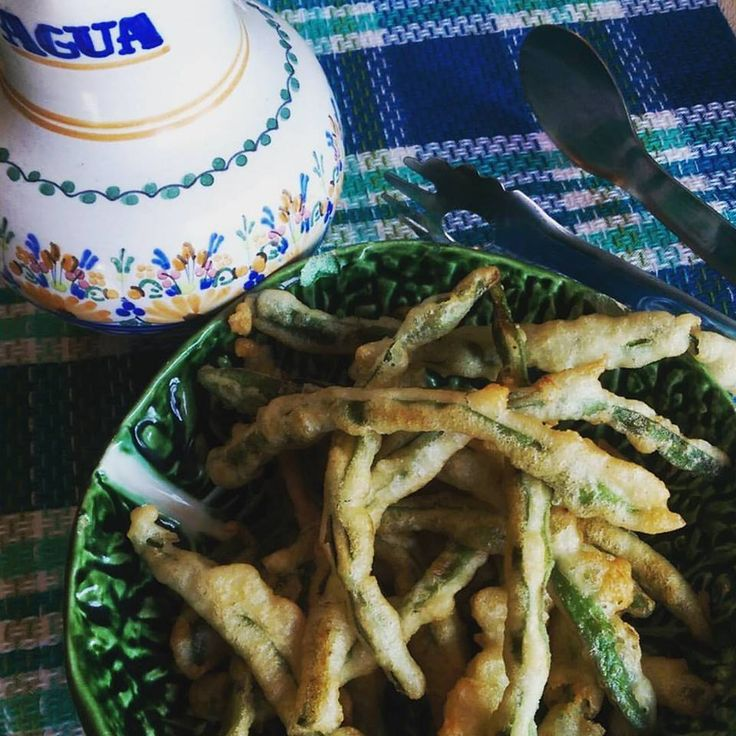 Peixinhos da horta - Tempura green beans. Recipe from Tia Maria's blog