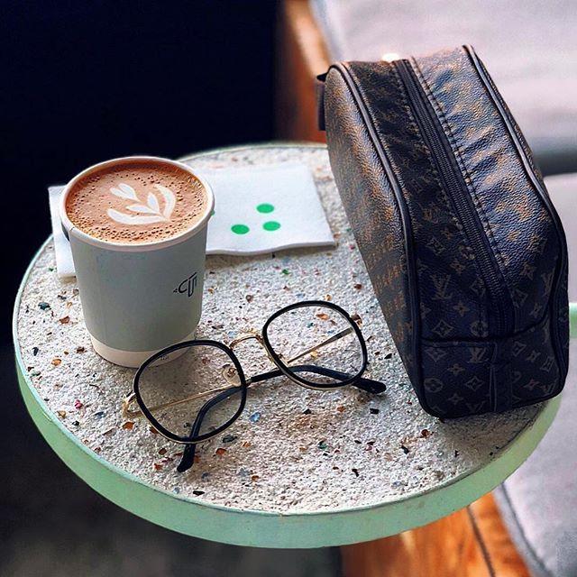 أيمكن أن نصبح صديقين يجمعنا حب القهوة و الورد و نوع من الموسيقى ㅤ ㅤ ㅤ By As2l 22 ㅤ Chosen By Rawasi ㅤ التقييم مـن 5 ㅤㅤㅤㅤ تـاقـزات Glassware