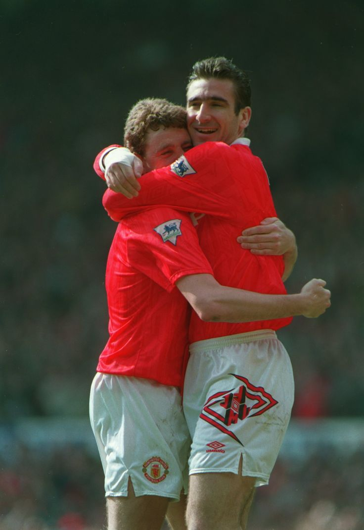Steve Bruce and Eric Cantona embrace as they celebrate an important @manutd win against Chelsea on the road to Premier League glory in 1993.