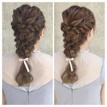 結婚式やパーティーなど華やかな席にお呼ばれたしたときに、こんなステキなまとめ髪だとみんなの注目を集めそうですね。清楚なイメージを演出できます♡