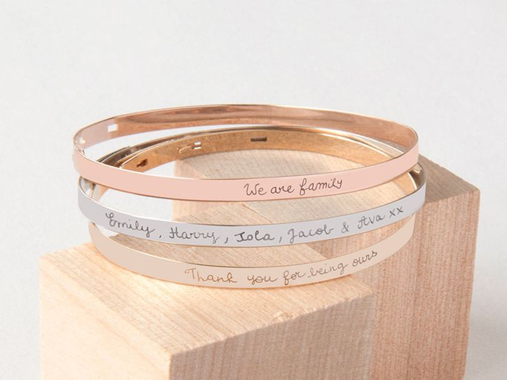 These bespoke Flat Bangles, combined with discreet engraving, make a trendy design easily stackable with other bracelets!Our contemporary, yet classic bangles give the opportunity to have a longer eng...