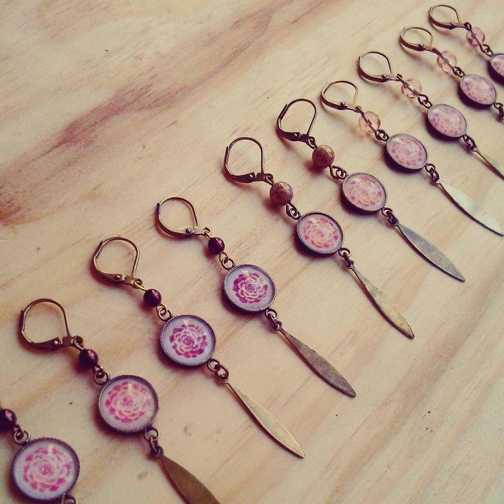 Boucles d'oreilles pendantes cabochons : Echeveria et laiton couleur bronze.