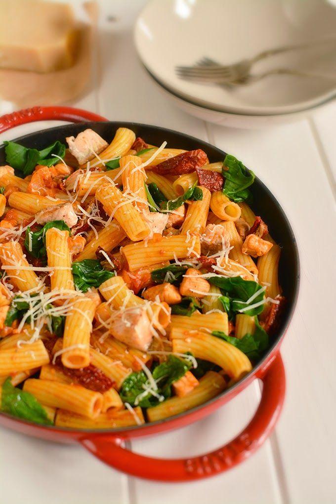 FoodLover: Těstoviny s lososem a rajčaty
