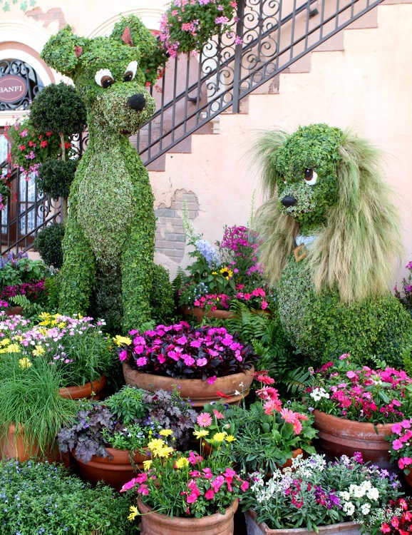 2012 Epcot International Flower & Garden Festival: Lady and the Tramp topiaries
