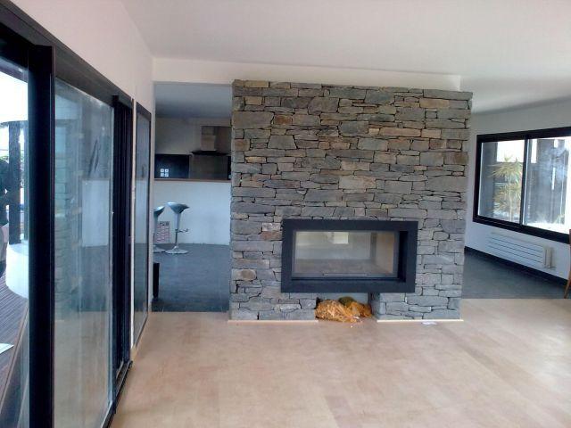 foyer totem double face avec habillage en pierre s che et. Black Bedroom Furniture Sets. Home Design Ideas