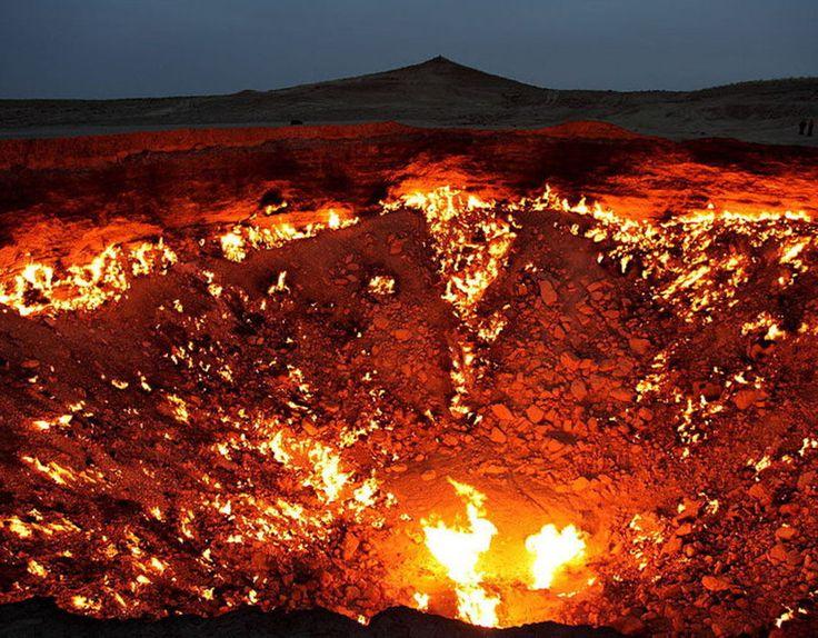 """14. Дарваза (""""Дверь в преисподнюю""""). Газовый кратер в Туркменистане диаметром 60 м и глубиной около 20 м природные феномены, природные явления"""