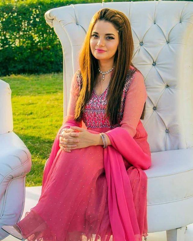 The Beautiful Armeena Rana Khan Behind The Scenes on the sets of #Janaan