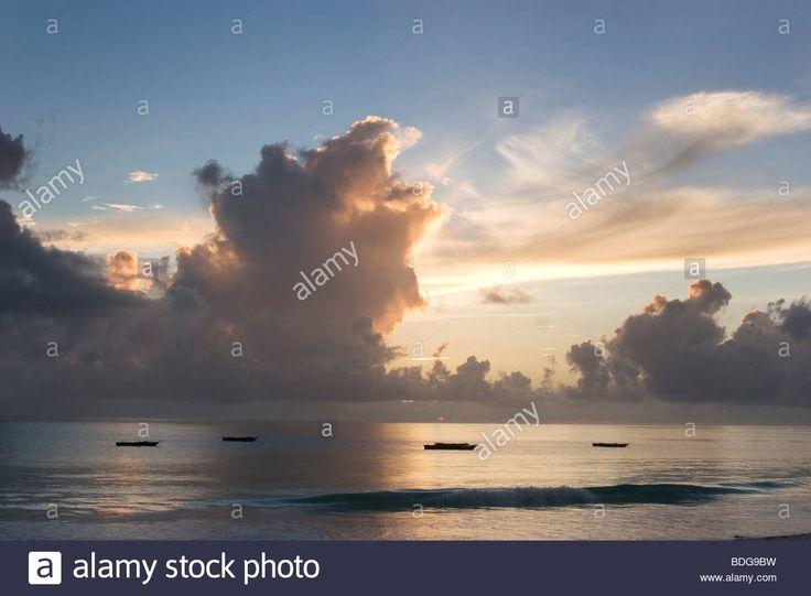 billowing-clouds-at-a-dawn-sunrise-over-paje-beach-zanzibar-dramatic-BDG9BW.jpg (1300×956)