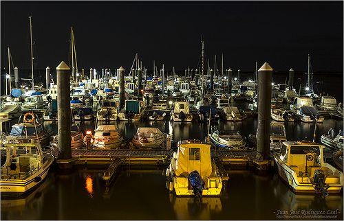 En el Muelle de Gallineras - San Fernando (Cadiz). Pantalan embarcaciones de recreo.