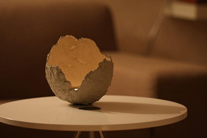 Voor de komende feestdagen biedt Qriginals een nieuwe sfeermaker: de maanlichten. De vorm heeft iets weg van een maanlandschap.