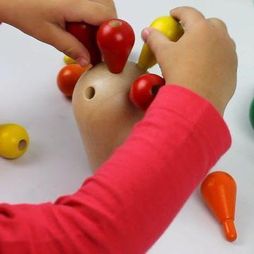 Los juguetes de madera no tienen que ser necesariamente caros. Hoy en el Blog, os doy 5 propuestas de preciosos juguetes de madera ¡por menos de 25 €! 🚀 Todos son de @plantoys_spain una empresa que ha ganado el reconocimiento en todo el mundo gracias a sus juguetes sostenibles 🌳 . . También os enseño nuestra última adquisición en Jugar para crecer felices: 🌵 El cactus equilibrista 🌵. Un juguete precioso y divertidísimo para potenciar la coordinación y la concentración de los peques y con…