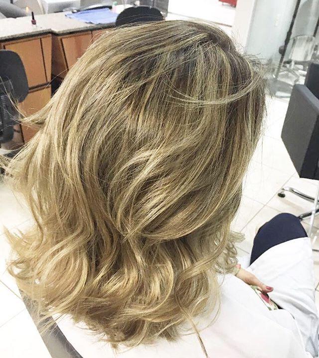 Loiro Lindo por @nfsmarcia #equipenorthface #equipeshow #hair #hairstyle #blond #loiro #mechas #micromechas #highlights #reflexo #luzes #balayage #likes4likes #beauty #salao #cabelo #goiania #hairsalon #italy #summerhair #paris #mac #london #miami