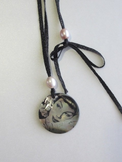 Necklace mother of pearl    http://www.chateaudalice.com/