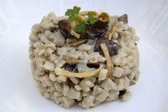 Un plat d'automne savoureux, pour changer un peu du traditionnel risotto! Ingrédients pour 4 personnes : 400 g de crozets au sarrazin 300 g de chanterelles 1 oignon 20 cl de vin blanc sec 60 cl de bouillon de légumes (1 cube de bouillon et 60cl d'eau)...