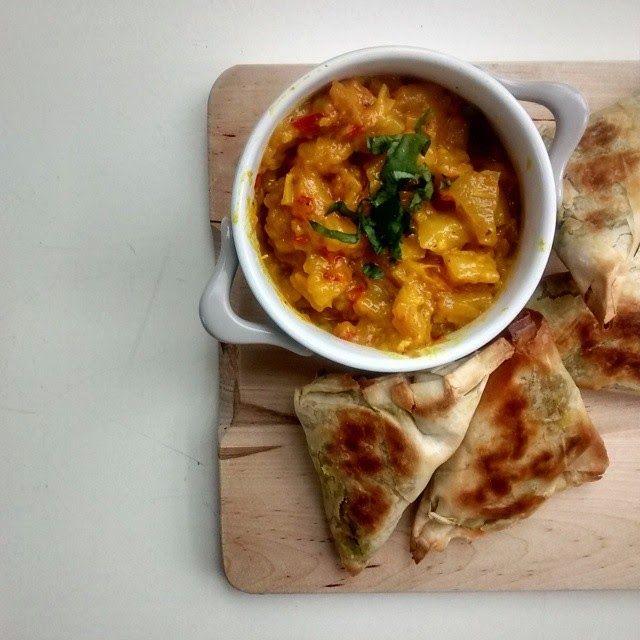 eetfeestje: Indiase samosa's met mangochutney