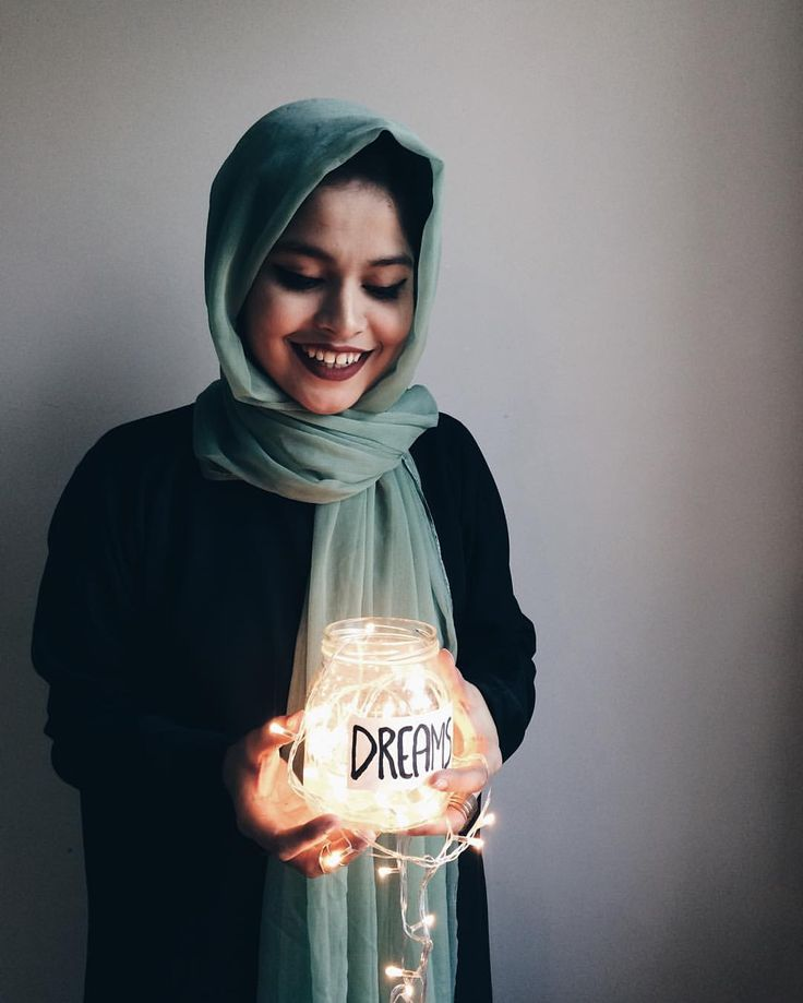 'i made my goals my beacon and they've been guiding me ever since' ✨✨✨ // portraits noor unnahar, instagram iphone photography ideas inspiration, Tumblr aesthetics grunge hipsters dark, muslim mipsters fashion style hijab hijabi, south asian Pakistani artist instagrammer, fairy lights, photo shoot //