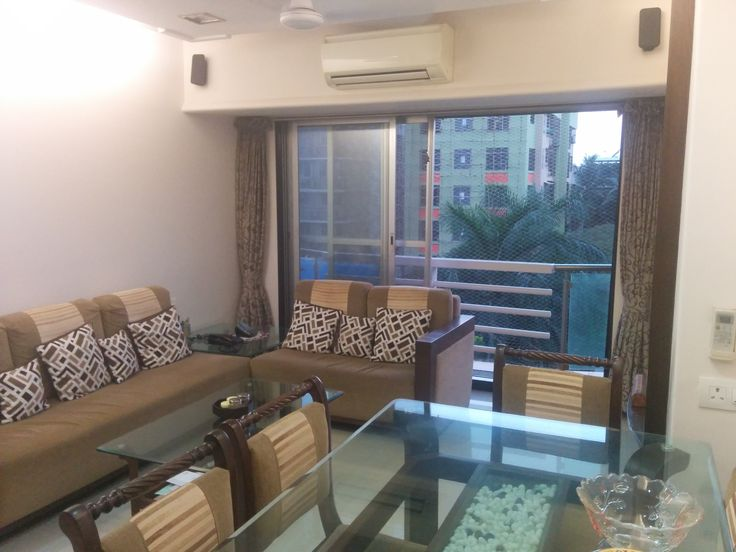 ** ID034** 2BHK in Vile Parle west, 5mins walk from college, 3 ACs, 4 Wardrobe, 2 Double bed, 1 dining table, sofa, 2 bathrooms. Rent : 65K negotiable