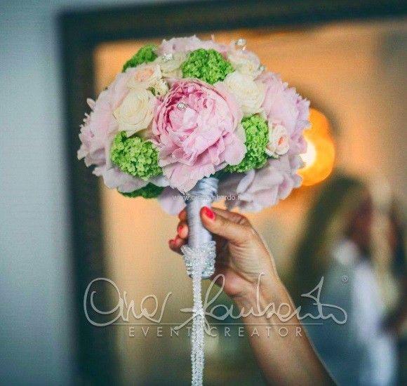 Bouquet sposa luminoso e glamour per un matrimonio internazionale a Ravello | Cira Lombardo Wedding Planner
