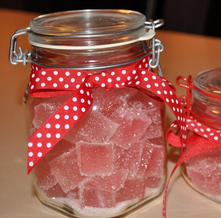 Julens beste hjemmelagde seigmenn Translation: Christmas best homemade jelly babies/ Turkish delight